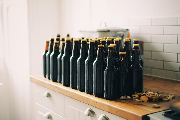 尋酒癮的精神症狀與內科疾病可能與酒精性腸漏有關。(圖:Adam Wilson on Unsplash)